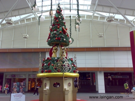 christmas-tree-jurong-point-2009